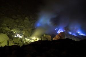 Api biru hasil proses pembakaran sulfur hingga 600 derajat celcius