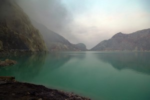 Danau kawah gunung api Ijen