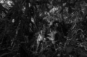 HUTAN ADAT CIGANDASOLI JATIWARAS TASIKMALAYA Kawasan hutan adat Cingandasoli, dusun Cinunjang, Desa Mandalamekar, Kecamatan Jatiwaras, kabupaten Tasikmalaya. Dikawasan ini ditemui singkapan batu gamping, yang ditutupi akar pepohonan dan disebelah selatan terdapat gua Lalay. ©2014 Deni Sugandi  Anggota konservasi Mitra Alam Munggaran Mandalamekar, berfoto bersama di akar pohon Kiara, Tata Sumitra, (atas) Dindin, (Bawah) Maman, dan Rida.