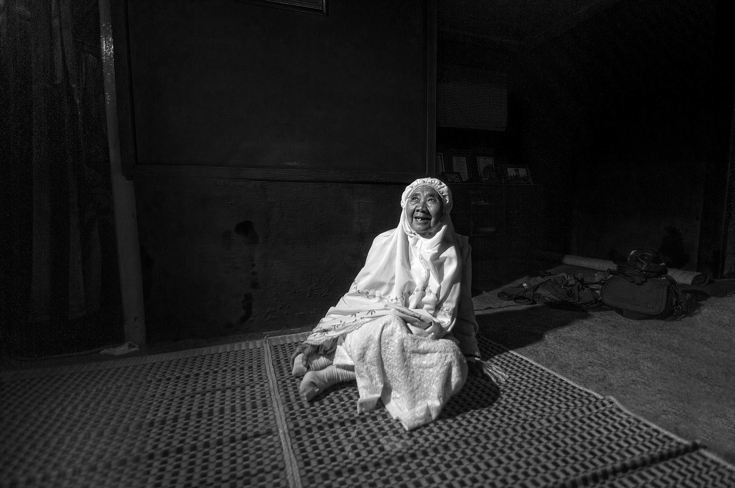 Siti Maryam (lahir 1955) Dikenal juga Ma Iyam Juru Pelihara situs Kiai Panghulu Gusti, Ciomas, Panjalu Ciamis. Termasuk pelestari hutan dan sumber mata air di lingkungan Ciomas.