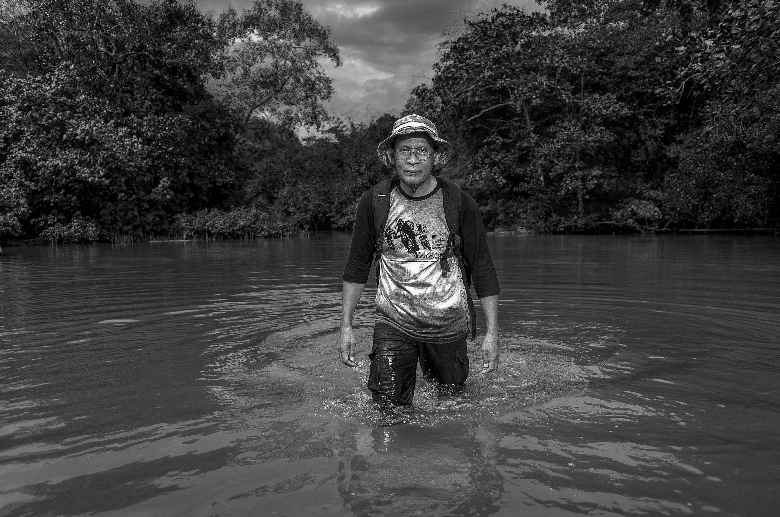 T. Bachtiar (lahir 1958). Penulis buku Bandung Purba: Catatan Perjalanan, dan aktif menulis kebumian serta intepreter geotrek. Tergabung di Anggota Masyarakat Geografi Indonesia dan Kelompok Riset Cekungan Bandung.